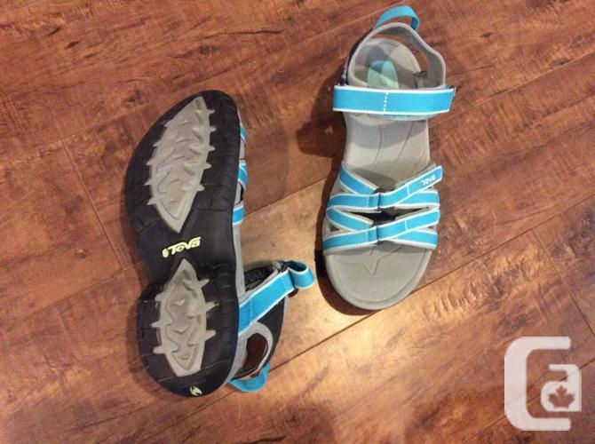 Ladies Teva sandals sz 6