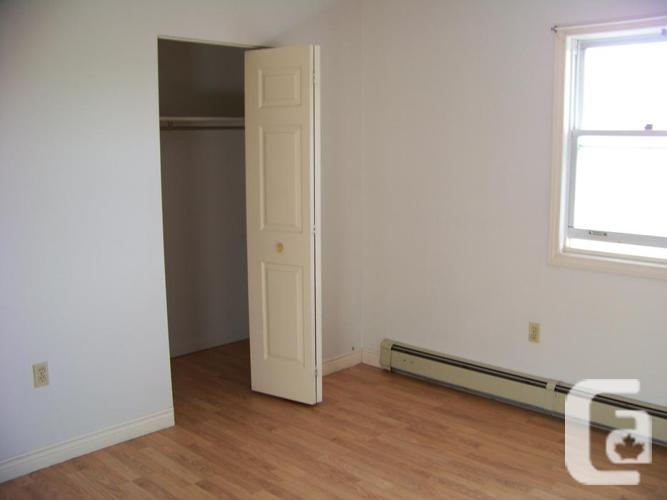 Large Quiet 2 Bdrm Apt Heated, Security, Laundry,