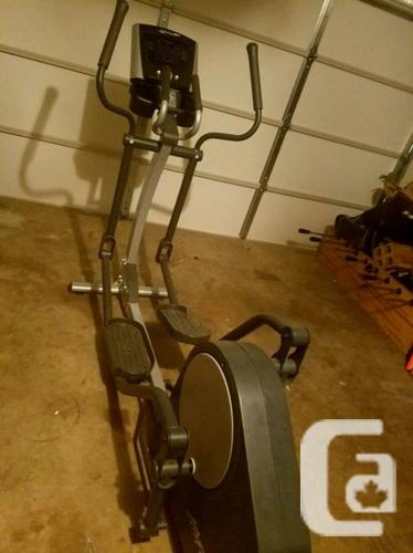*** Life Fitness X1 Elliptical *** NEW nearly * 50% off