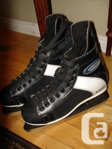 Like New Deluxe Unisex CCM Ice Hockey Skates Size 9.5