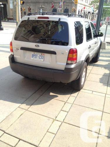 LIKE-NEW Ford Escape