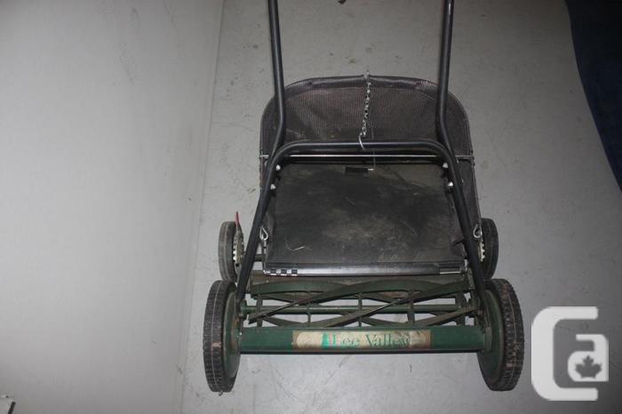 "LIKE NEW! Lee Valley Reel Mower 20"" with Grass"