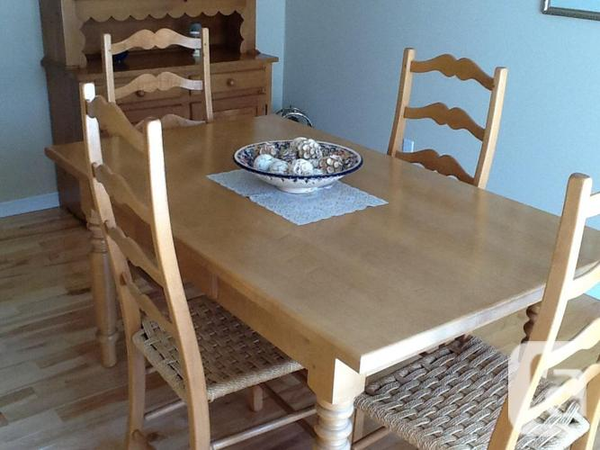 MAPLE WOOD DINNING SET WITH EXTENSION & HUTCHE