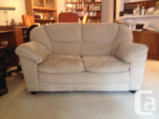Matching sofa and loveseat