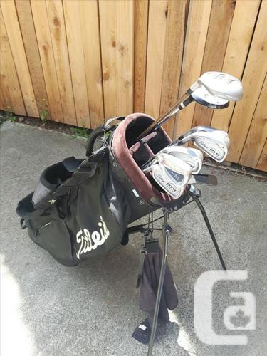Mens's LH Golf Clubs - Titleist irons for sale in Victoria, British