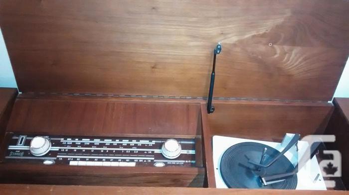Mid-Century Stereo (Vintage) Radio/Record Player (Turn