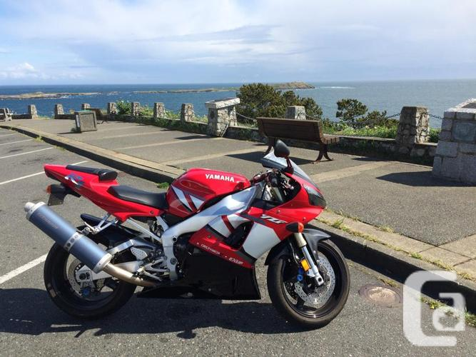 Mint Yamaha R1 sport bike