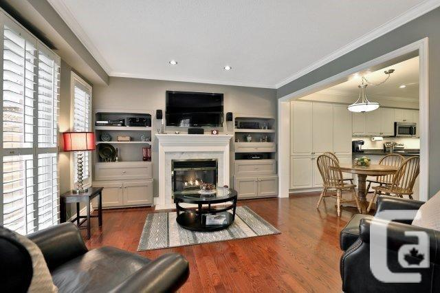 MISSISSAUGA EXECUTIVE TOWNHOME