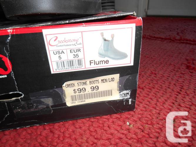 32a34edc837 New Creekstone Boots by Cavello, still in box, Size 5 in North Saanich,  British Columbia for sale