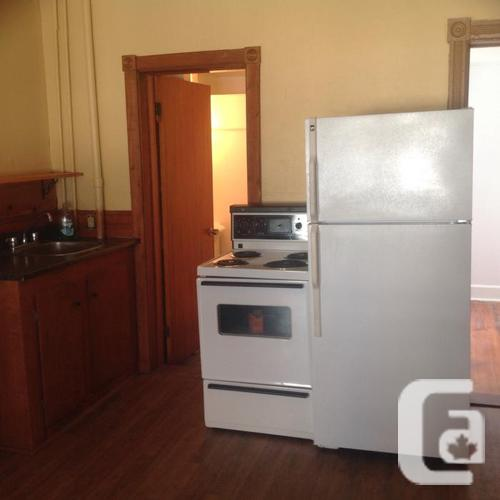 NEWLY RENOVATED  DOWNTOWN CHTOWN $595 inc HEAT LIGHTS