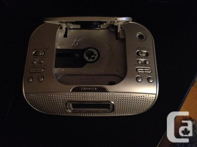 nexxtech cd alarm clock radio with led display silver for sale in regina saskatchewan. Black Bedroom Furniture Sets. Home Design Ideas