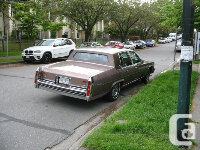 NOT RUSTY-84 CADDY, D'ELEGANCE,  NEWER  S/ BLK V8