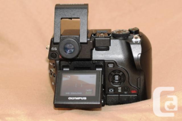 Olympus C-8080 Wide Zoom with Olympus Waterproof