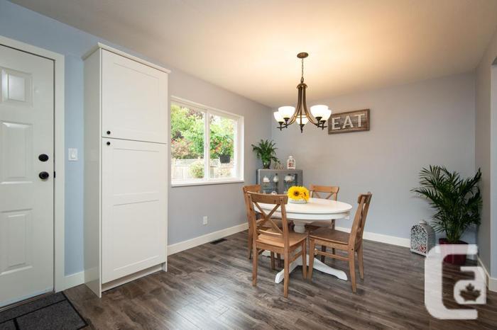 OPEN HOUSE SUN. OCT 14 2-4PM Beautiful 3 Bedroom Duplex