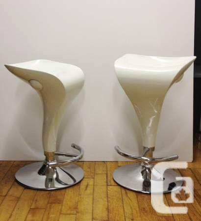 Pair of white Zite bar stools - excellent condition -
