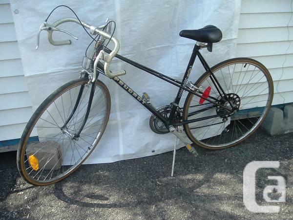 peugeot women racer road bike velo femme course ville 27 for sale in montreal quebec. Black Bedroom Furniture Sets. Home Design Ideas