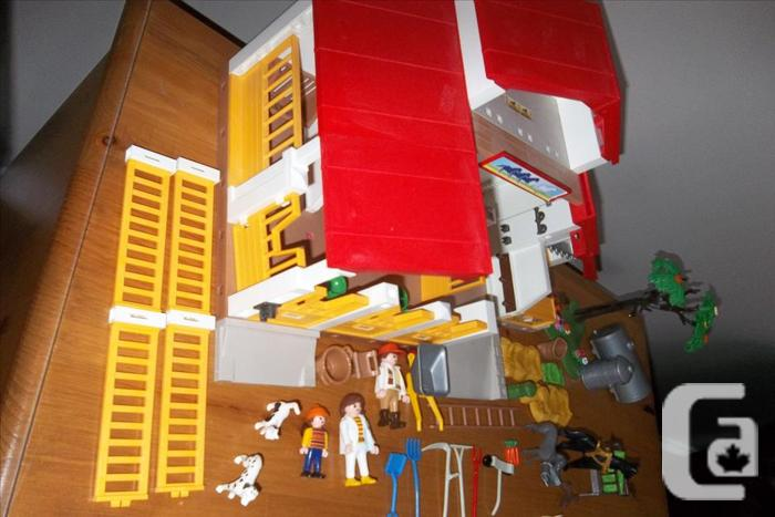 Playmobil Pony Ranch Horse Farm/Paddock with Horses and