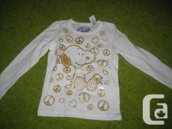Previous Snoopy Collectabilitees sleeved top that is