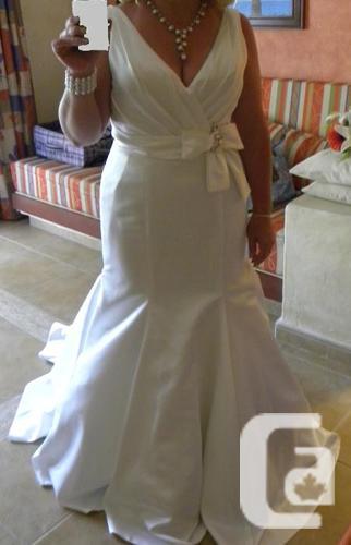 PRICE REDUCED. Designer wedding dress (Price reduced)
