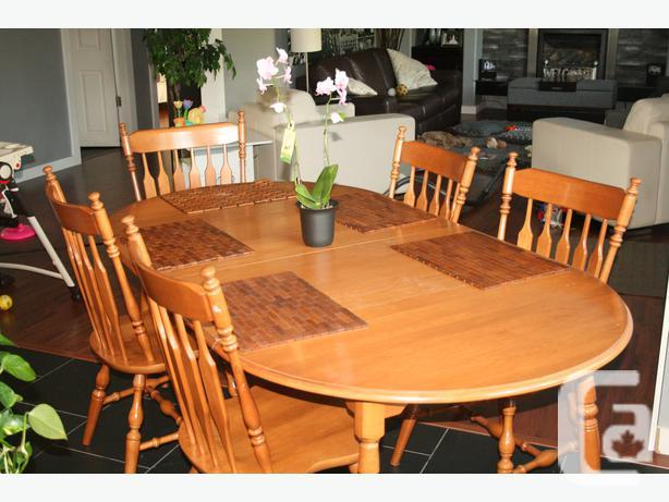 REDUCED-Beautiful Roxton Maple Dining Room