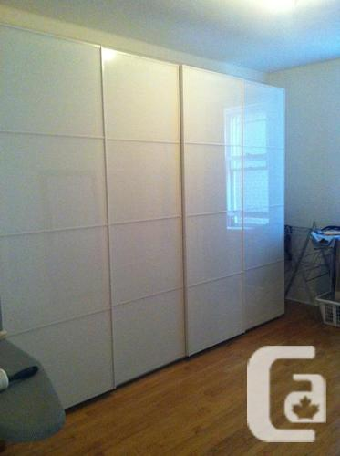 Reduced price pax ikea wardrobe farvik white glass for Ikea glass sliding doors