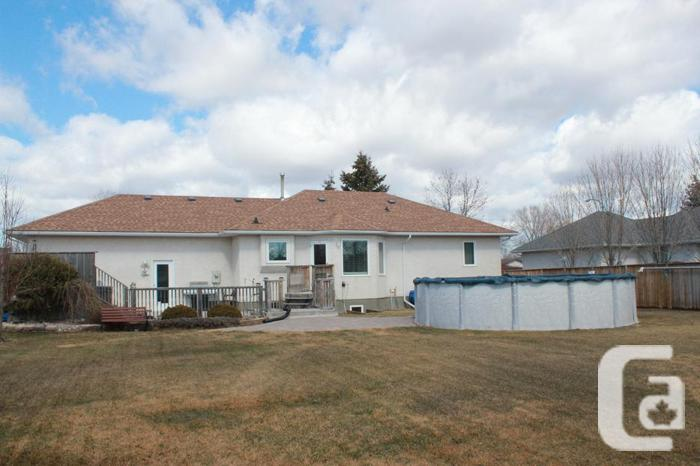 RENOVATED HOUSE IN OAKBANK-OPEN HOUSE SAT APR 11 2-4PM