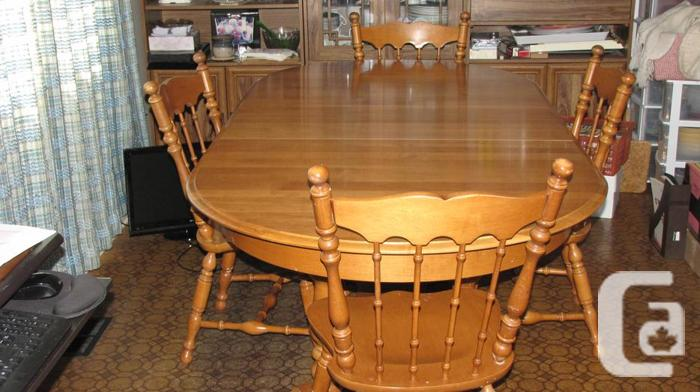 Roxton Solid Maple Table And Chairs For Sale In North Saanich British Columb