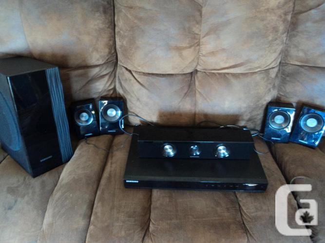 SAMSUNG HT-C550 surround-sound speakers (absent wire)