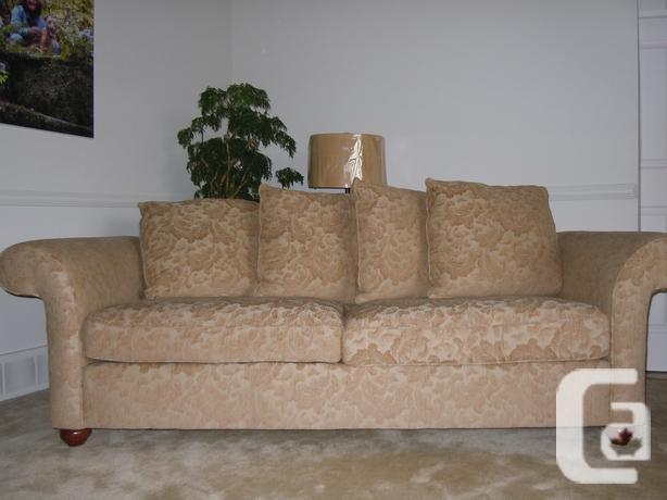 Sklar Pepper Sofa with 4 cushions