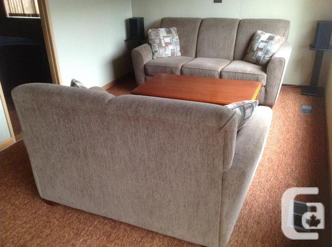 Sofa and loveseat for sale in shawnigan lake british for Couch sofa for sale bc
