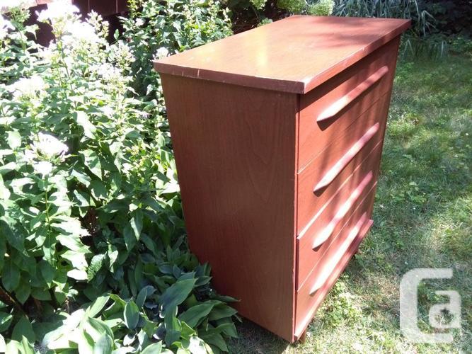 *SOLD* Vintage Mid-Century Modern 4 Drawer Dresser