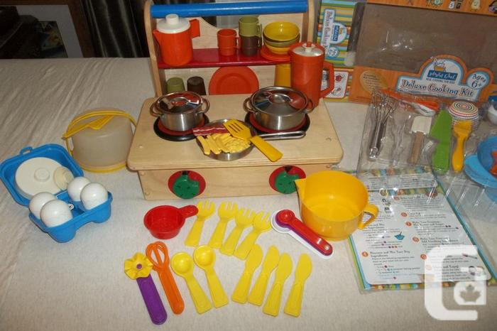 Solid wood stove toy/cooking kit/tupperware