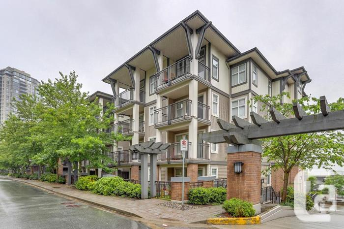 Spacious One + Den Condo Burnaby Brentwood OPEN HOUSE