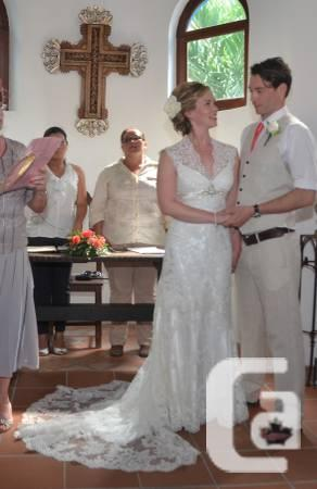 Spectacular lace wedding gown, Appeal Love - $500