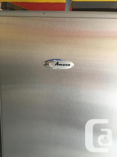 """STAINLESS AMANA 32 """" GREAT CONDITION 6 MONTHS"""