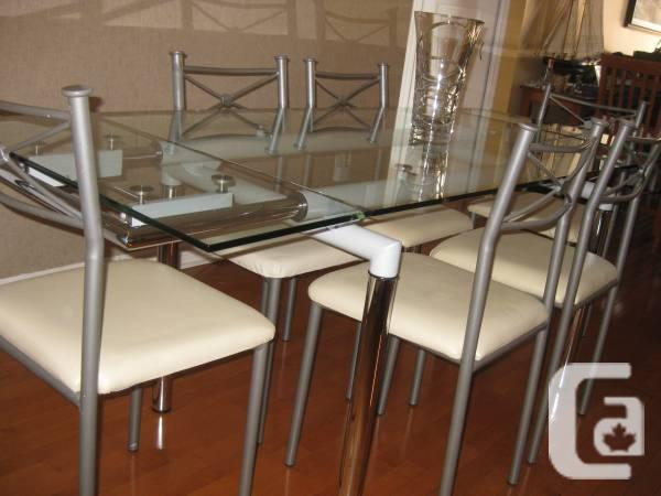 Structube europa extendable dining table with chairs