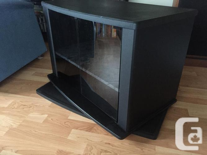 Swiveling TV Stand