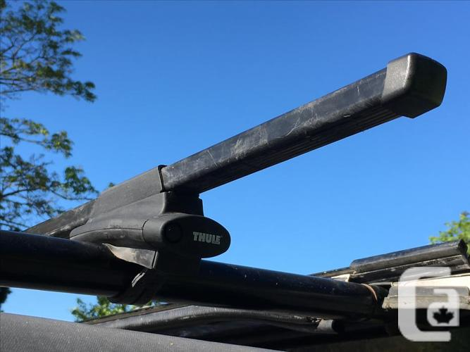 Thule Roof Rack System with Square Bars