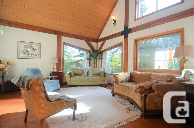 TIMBER FRAME HOME ON 5 ACRES MINUTES FROM DUNCAN!