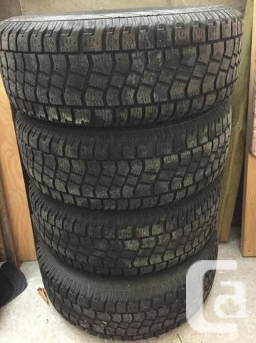 Tire for vehicle with wheels