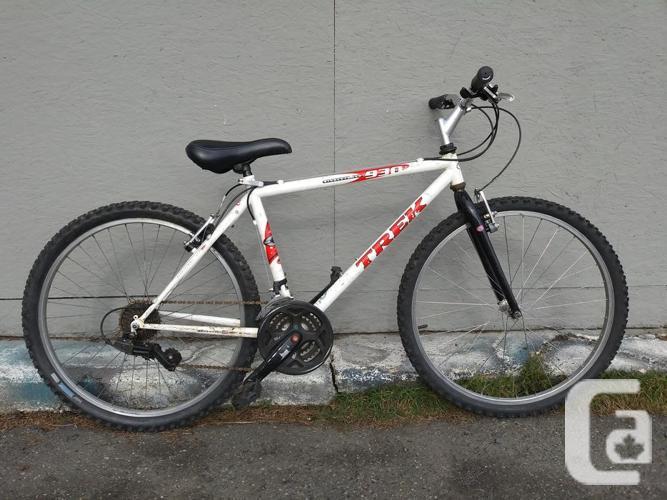 "Trek 930, 26"" wheels, 18"" frame, 21 speed"