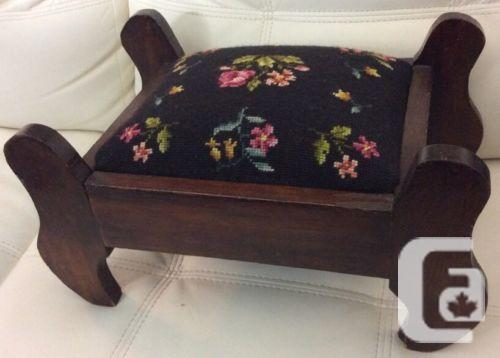 US$39.99 Vintage Needle Point Foot Stool Ottoman