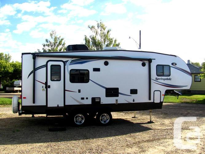 USED 2014 KEYSTONE SPRINGDALE 242FWRLSSR - FIFTH WHEEL