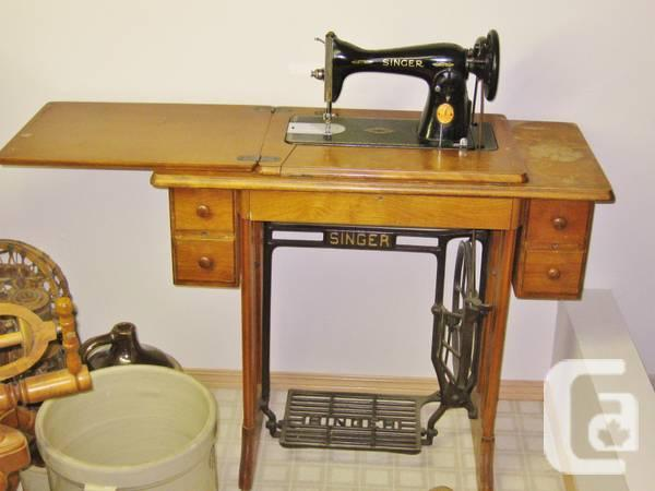 Vintage 1949 Singer Sewing Machine with cabinet - $250 - Vintage 1949 Singer Sewing Machine With Cabinet - For Sale In