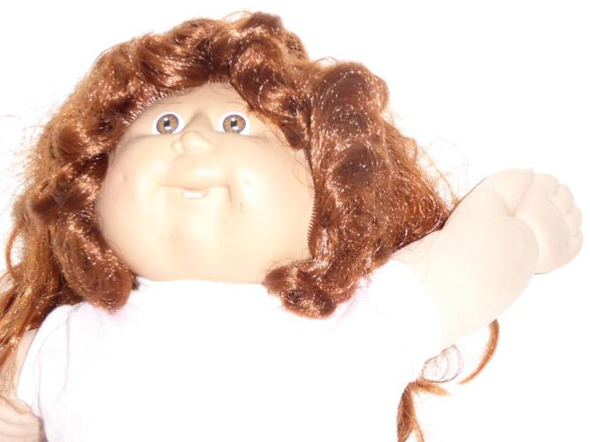 VINTAGE 1980s CABBAGE PATCH KID DOLL WITH CLOTHES, TOTE