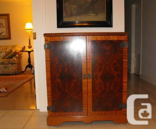 vintage 60's burled walnut TV cabinet - $160