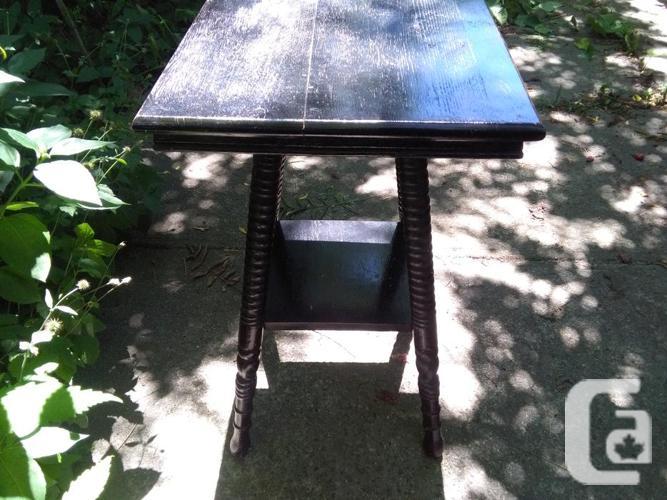 Vintage Antique 2 Tier Spindle Leg End Table