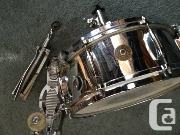 vintage gretsch round badge snare drum wi stand and carrying case for sale in kamloops. Black Bedroom Furniture Sets. Home Design Ideas