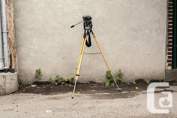 Vintage quality tripod - Universal Made in Australia