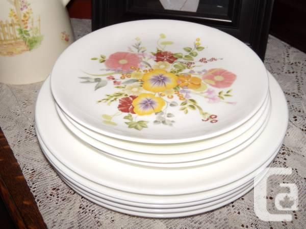 Wedgewood Summer Bouquet cake and dinner plates for